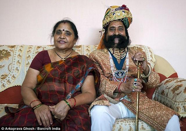 Самые длинные усы в мире индиец отращивал более 40 лет