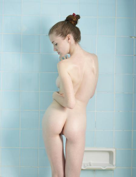 Hegre-Art: Emily - Baby Blue Bath (02-09-2013)
