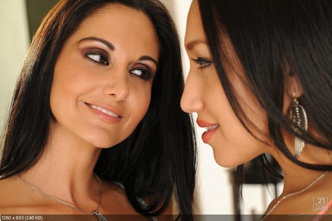 Ava Addams And Exotic Beauty Vicki Chase Making Lesbian Love Instantfap 1
