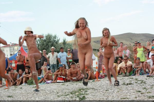 family nudism public nudity topless exhibitionism photos   page 46