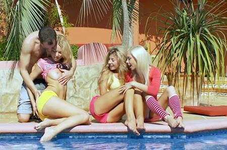 Групповушка с тремя блондинками