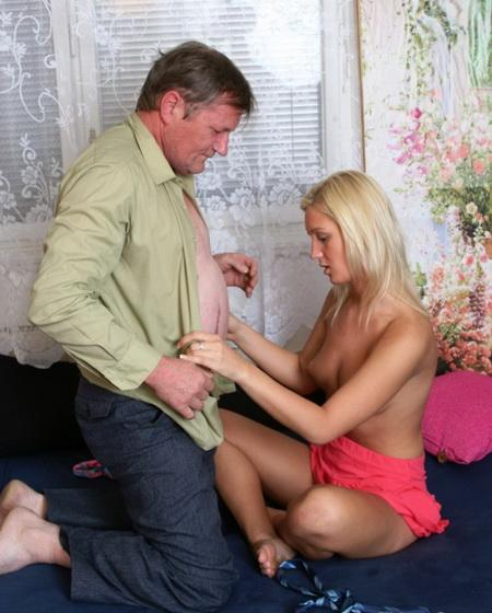 Папочка иногда развлекается со своей дочкой