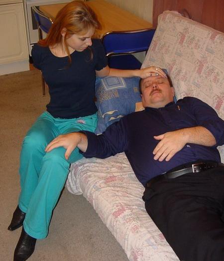 Глуповатая дочь повелась на отцовский развод