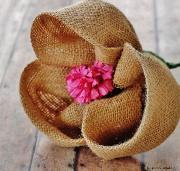 Цветы из мешковины, джута, шпагата 75e723ff9576b051113c1a848a2d2d8e